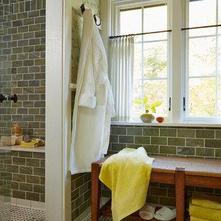 Idee per una stanza da bagno padronale classica con doccia alcova, piastrelle verdi, pareti verdi e pavimento in marmo