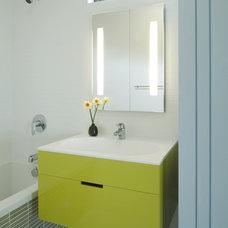 Modern Bathroom by Barker O'Donoghue Master Builders