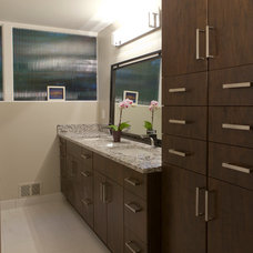 Midcentury Bathroom by Kendall Ansell Interiors