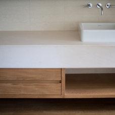 Modern Bathroom by jessica stewart lendvay architects