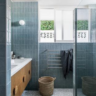 Inspiration for a midcentury bathroom in Brisbane.