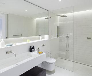 ' ' from the web at 'https://st.hzcdn.com/fimgs/1691f1e2048723a7_5576-w320-h265-b0-p0--scandinavian-bathroom.jpg'