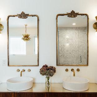Imagen de cuarto de baño principal, ecléctico, grande, con armarios tipo mueble, puertas de armario de madera en tonos medios, bañera exenta, ducha esquinera, baldosas y/o azulejos grises, baldosas y/o azulejos de mármol, paredes blancas, suelo de mármol, lavabo sobreencimera y ducha con puerta con bisagras