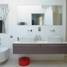 Contemporary Bathroom by KUBIK