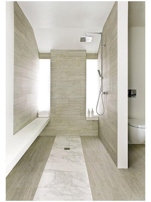 Foto e idee per bagni moderni con piastrelle di marmo for Piastrelle bianche marmo