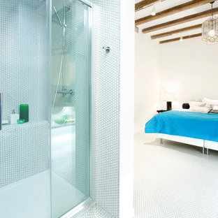Inspiration for an industrial bathroom in Madrid with an alcove shower and white tile.