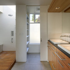 Modern Bathroom by David Coleman / Architecture