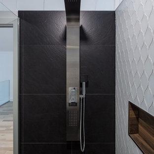 Foto di una stanza da bagno padronale minimal di medie dimensioni con nessun'anta, ante in legno chiaro, doccia ad angolo, piastrelle grigie, piastrelle bianche, piastrelle di vetro, pareti bianche, pavimento in ardesia, lavabo rettangolare e top in legno