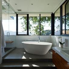 Modern Bathroom by Swatt | Miers Architects