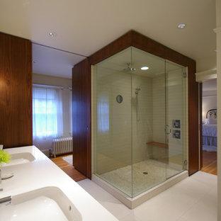 Example of a minimalist alcove shower design in Portland