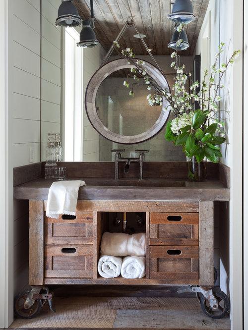 Salle de bain avec un plan de toilette en cuivre et un for Trompe l oeil porte placard