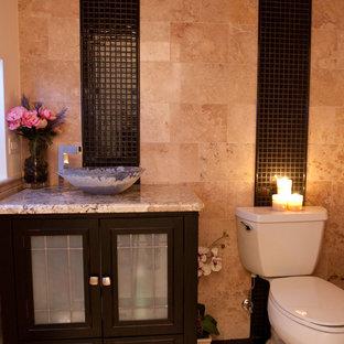 На фото: ванные комнаты среднего размера в средиземноморском стиле с стеклянными фасадами, темными деревянными фасадами, раздельным унитазом, бежевой плиткой, черной плиткой, плиткой мозаикой, бежевыми стенами, полом из керамической плитки, душевой кабиной, настольной раковиной и столешницей из гранита