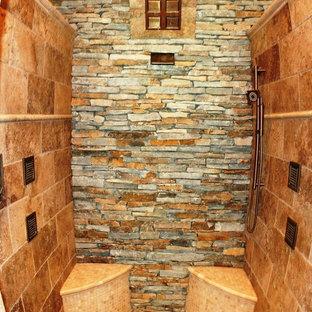 На фото: ванная комната в стиле рустика