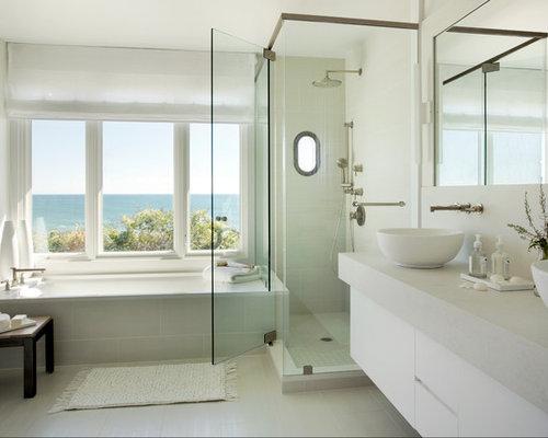 Salle de bain bord de mer avec un carrelage beige photos for Placard d angle salle de bain