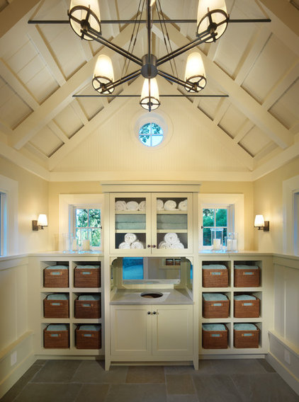 Traditional Bathroom by BCV ARCHITECTS