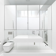 modern bathroom by Ian Moore Architects