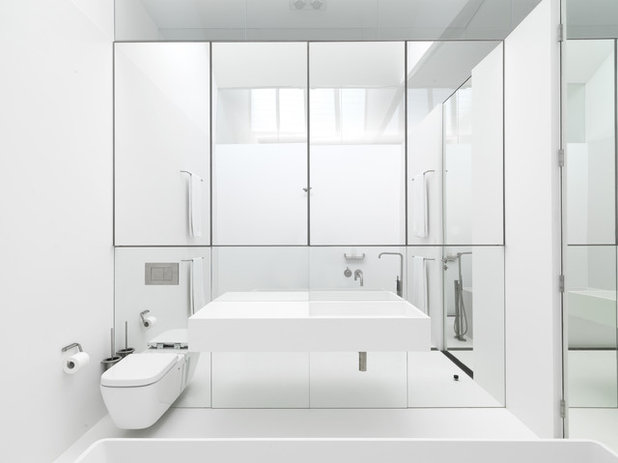 Moderne Salle de Bain by Ian Moore Architects