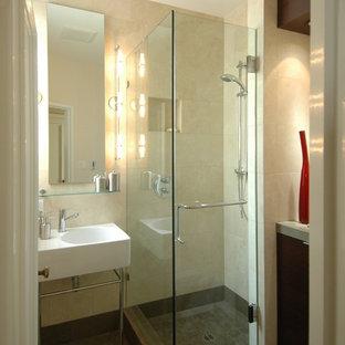 Свежая идея для дизайна: ванная комната в современном стиле с каменной плиткой - отличное фото интерьера