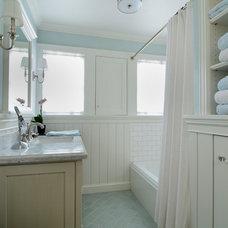 Craftsman Bathroom by FGY Architects