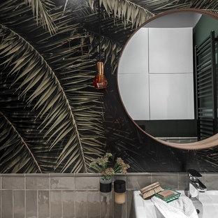 Immagine di una piccola stanza da bagno padronale contemporanea con vasca freestanding, piastrelle verdi, piastrelle in gres porcellanato, pareti verdi, pavimento con piastrelle in ceramica e lavabo integrato