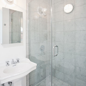 Studio: Bathroom