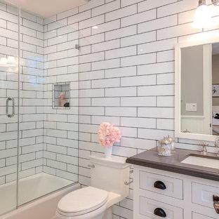 Imagen de cuarto de baño con ducha, clásico, pequeño, con armarios con rebordes decorativos, puertas de armario blancas, sanitario de una pieza, baldosas y/o azulejos blancos, baldosas y/o azulejos de vidrio, paredes blancas, encimera de cobre, encimeras marrones, ducha empotrada, lavabo encastrado, ducha con puerta con bisagras, suelo con mosaicos de baldosas, suelo multicolor y bañera exenta