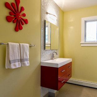 Idee per una stanza da bagno padronale contemporanea con ante lisce, ante rosse, piastrelle bianche, piastrelle a mosaico, pareti gialle, pavimento in gres porcellanato, lavabo sospeso, top in quarzo composito e top bianco