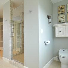 Bathroom by Signature Design & Cabinetry LLC