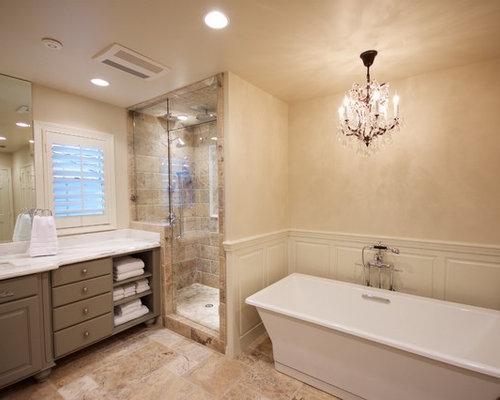 Sala Da Bagno Stile Contemporaneo : Stanza da bagno con ante verdi e piastrelle in travertino foto