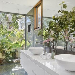 Beach style bathroom in Geelong.