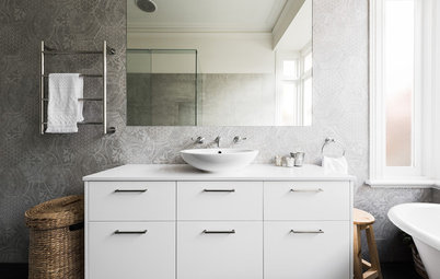 Room of the Week: A Stylish Bathroom in Shades of Soft White