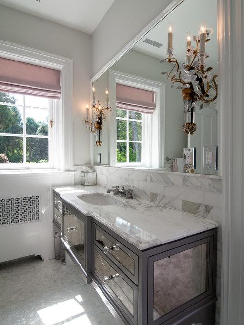 Salle de bain romantique avec un placard porte vitr e - Porte de placard salle de bain ...