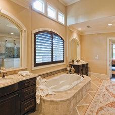 Bathroom by Sullivan, Henry, Oggero and Associates, Inc.