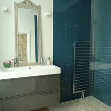 Contemporary Bathroom by Saus Design