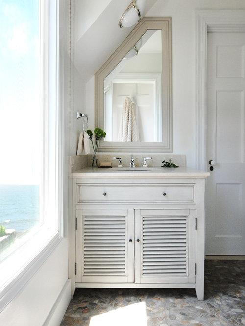 Salles de bains et wc avec un placard porte persienne et for Meuble salle de bain avec porte persienne