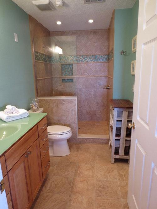 salle de bain avec un plan de toilette en verre et une douche ouverte photos et id es d co de. Black Bedroom Furniture Sets. Home Design Ideas