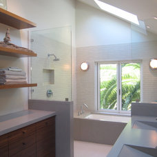 Modern Bathroom by Gregory Dedona Architect