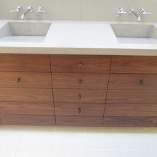 Modern Bathroom by Gregory Dedona Architect