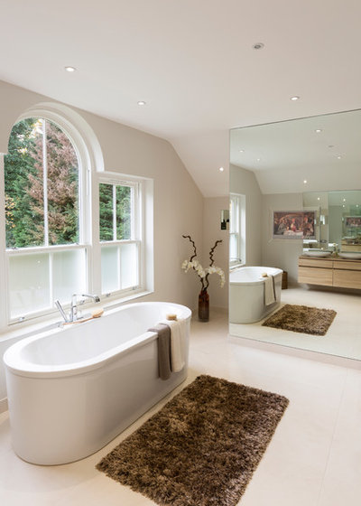 Transitional Bathroom by Luke Cartledge Photography
