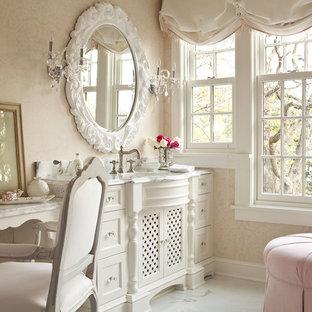 Ispirazione per una grande stanza da bagno padronale stile shabby con consolle stile comò, ante bianche, top in marmo, doccia ad angolo, pareti rosa e pavimento in marmo