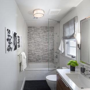Bild på ett mellanstort funkis badrum med dusch ddfa0e91d9d83