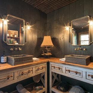 オースティンのラスティックスタイルのおしゃれな浴室 (家具調キャビネット、ヴィンテージ仕上げキャビネット、グレーの壁、ベッセル式洗面器、木製洗面台、ブラウンの洗面カウンター) の写真