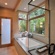 Contemporary Bathroom by David Vandervort Architects
