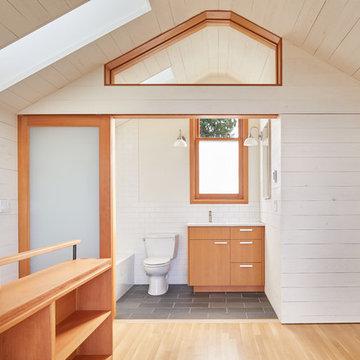 Sunset Hill DADU - Bathroom Open