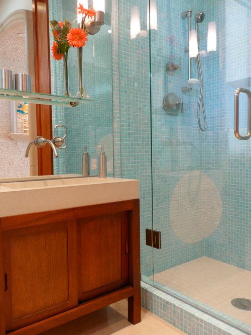 Foton och inspiration för toaletter, med bänkskiva i betong och ...