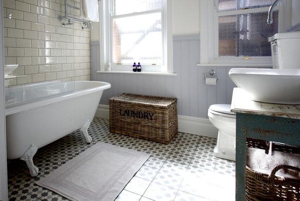 Кантри Ванная комната by The Brighton Bathroom Company
