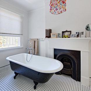 Foto di una piccola stanza da bagno padronale vittoriana con vasca con piedi a zampa di leone, pareti bianche e pavimento con piastrelle in ceramica