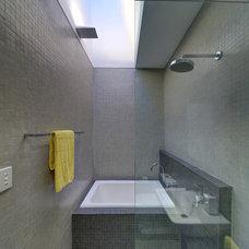 Modern Bathroom by Angus Mackenzie Architect
