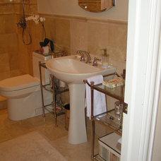 Traditional Bathroom susanrieck