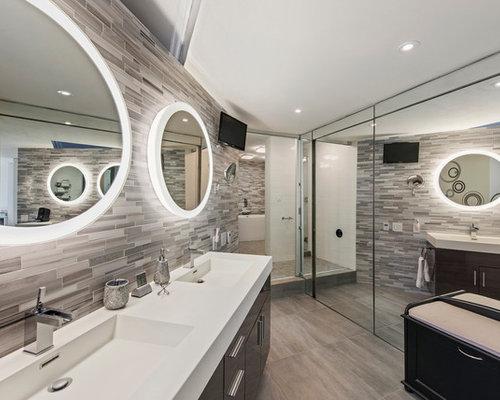 Groes Modernes Badezimmer En Suite Mit Dunklen Fliesen With Badezimmer  Laminat.